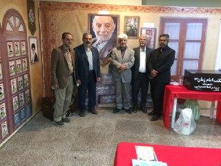 بازدید جمعی از پیشکسوتان قرآنی از غرفه مکتب امام زمان (عج) در نمایشگاه قرآن