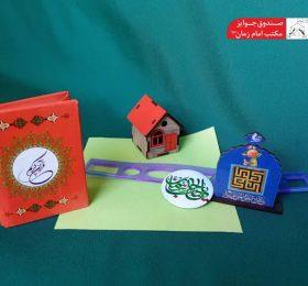 مجموعه قرآن جیبی(جزء ۳۰)، تابلو پایه دار رو میزی، پیکسل به همراه مداد تراش و خط کش ژله ای